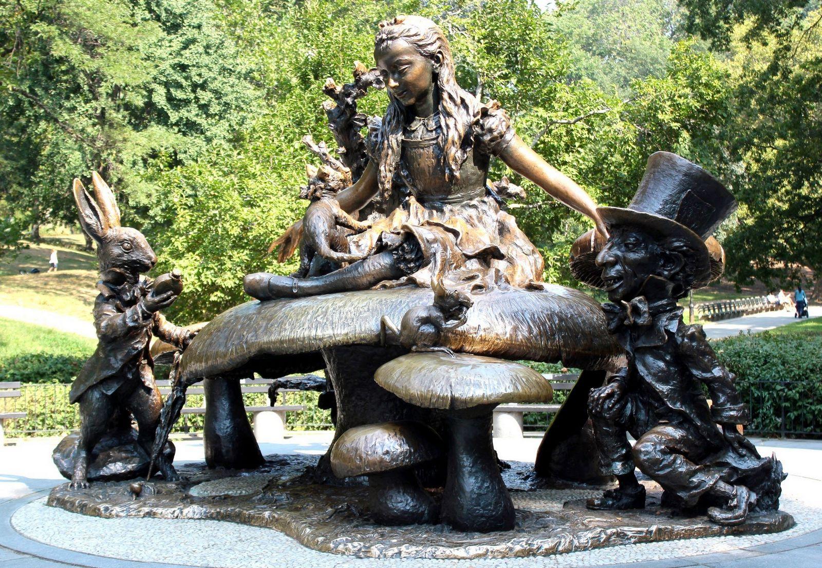 Homenaje a Lewis Carroll en el oeste del parque