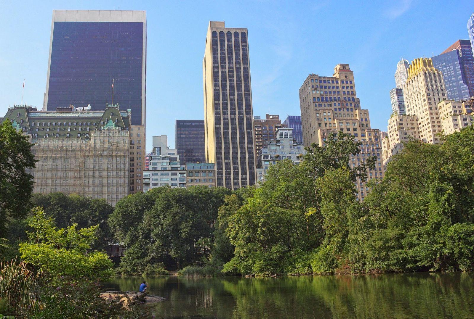 El Upper Midtown desde The Pond