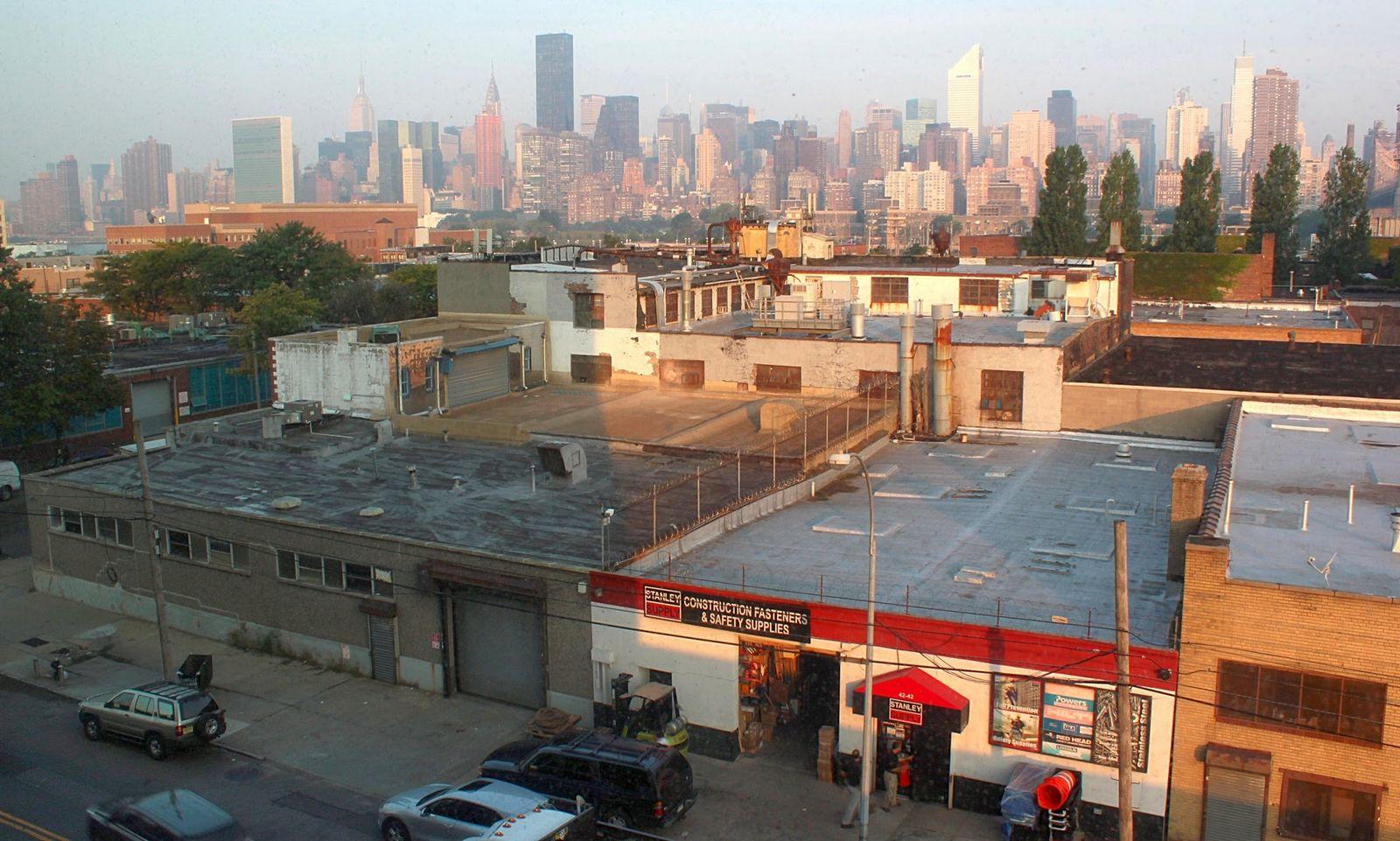 Queens delante, Manhattan detrás