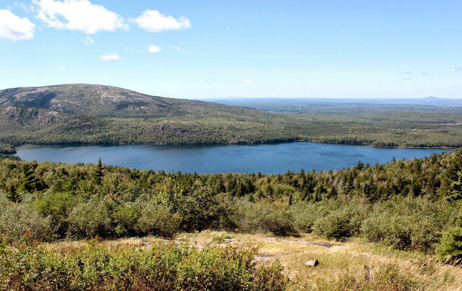 Vistas a pequeños lagos en la subida a Cadillac Mountain