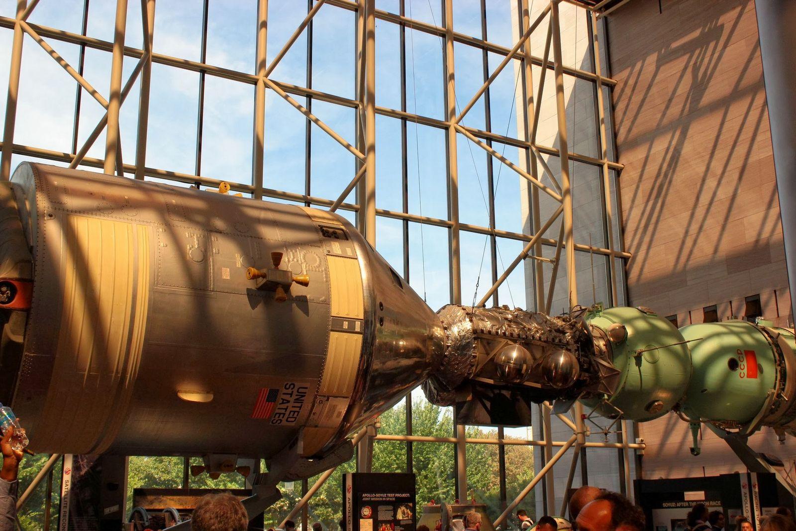 Acoplamiento entre el estadounidense Apollo y el soviético Soyuz