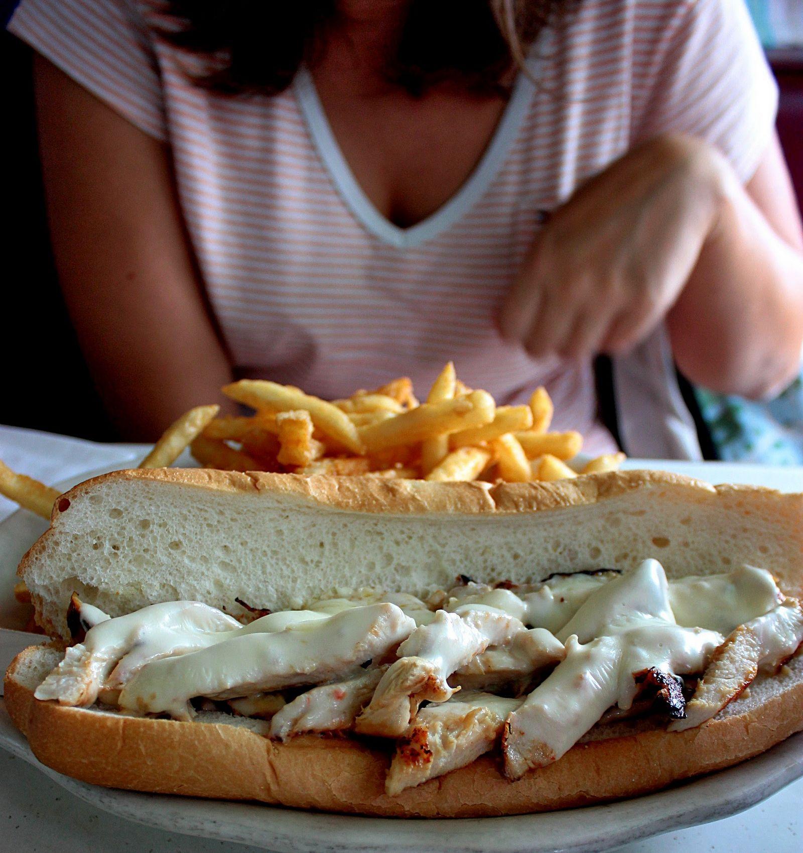 Sandwich de pollo a la parrilla, ¡doble arf!