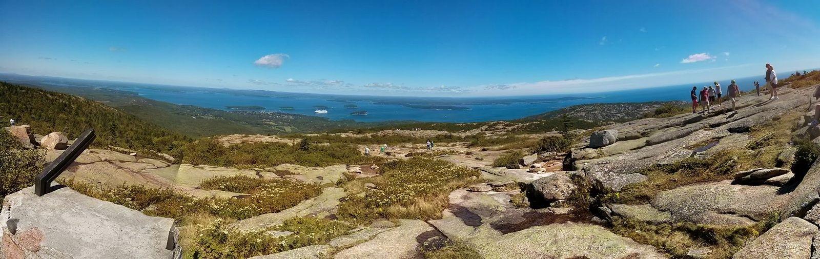 Monte pelado, muchos islotes e incluso un crucero