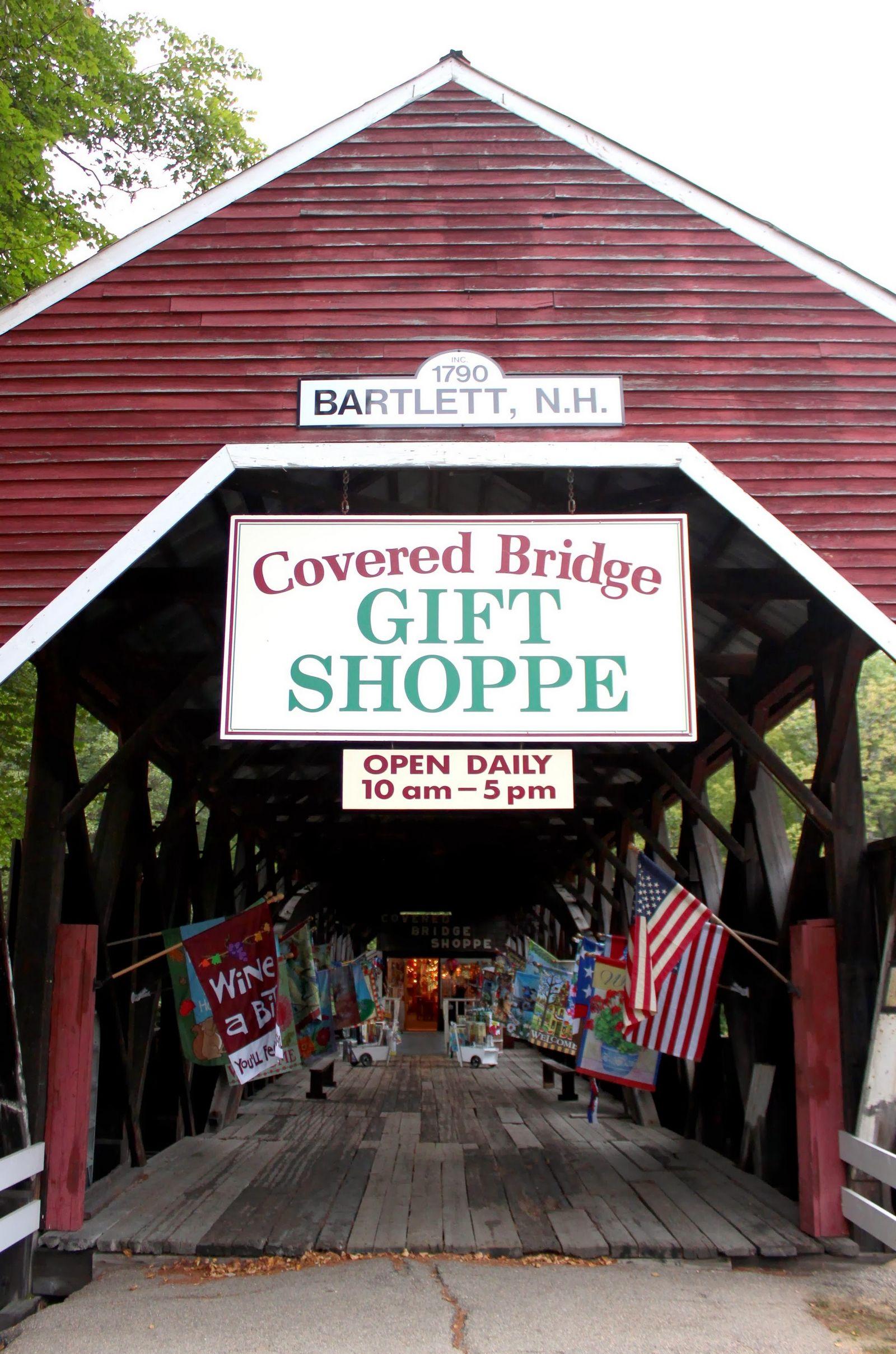 Un puente cubierto reconvertido en tienda de regalos