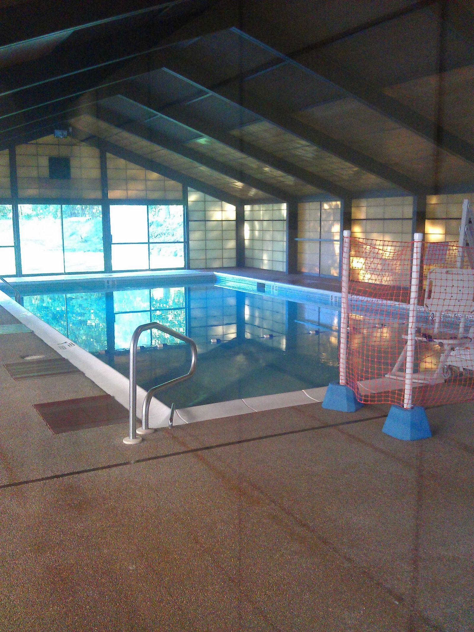 ¡¿Para qué quieres piscina interior si la cierras en otoño?!