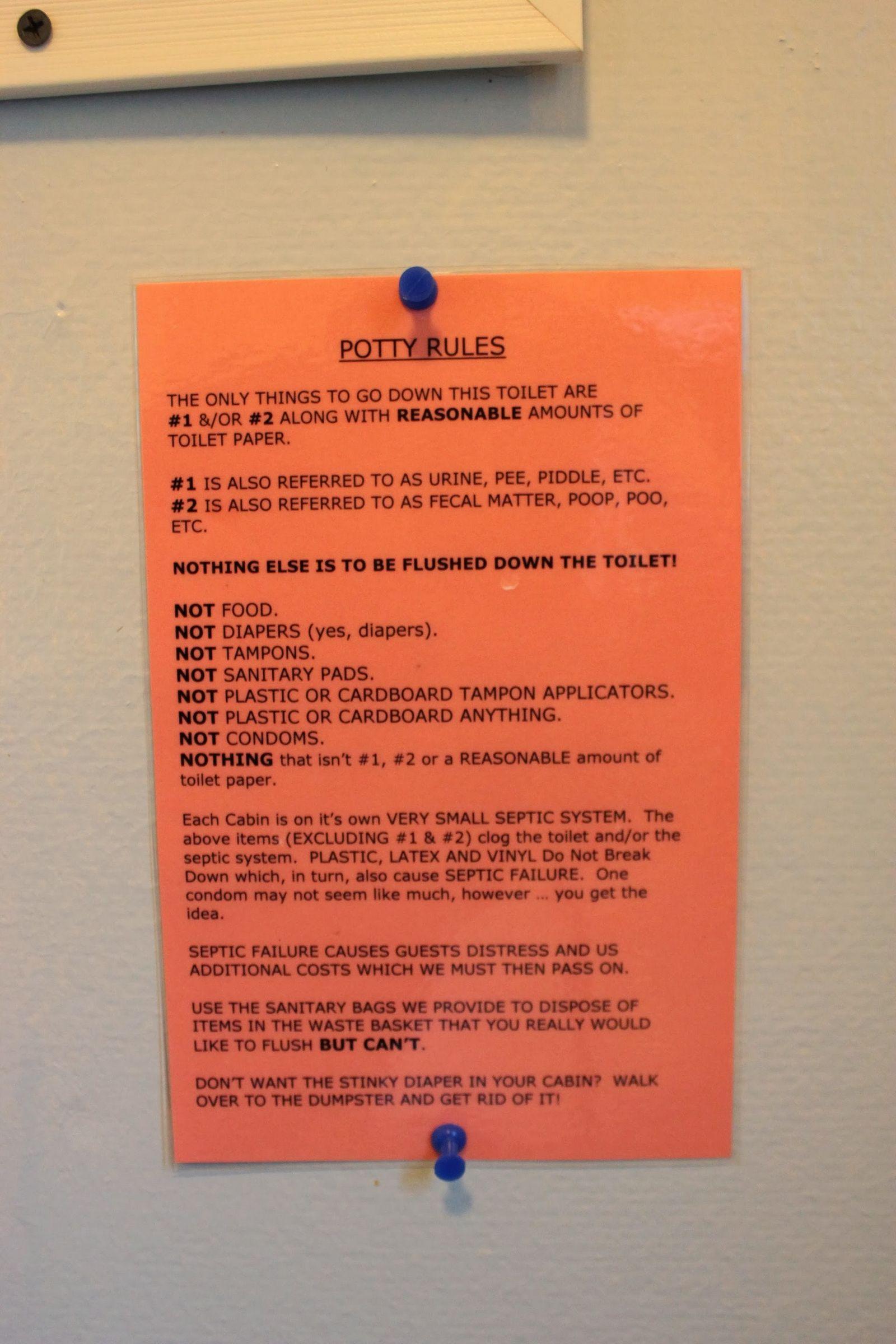 Reglas del baño: no tiren pañales, preservativos... sí, va en serio