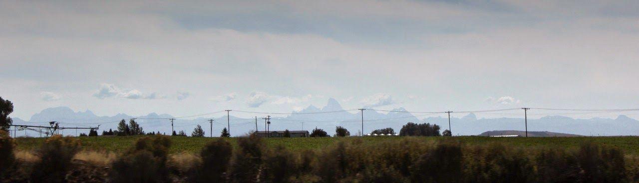 Eso puntiagudo que parece tan pequeño, es el colosal Grand Teton