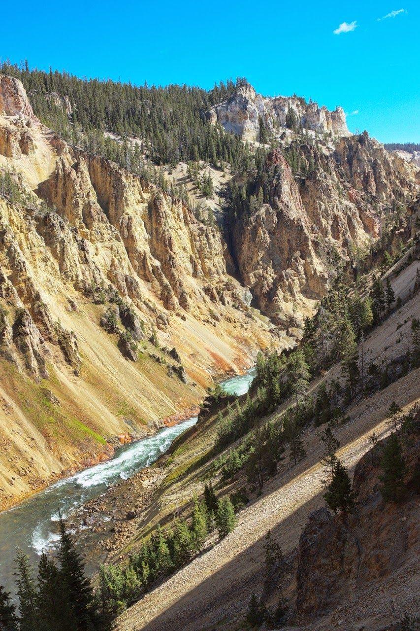El Yellowstone River sigue su curso tras el salto