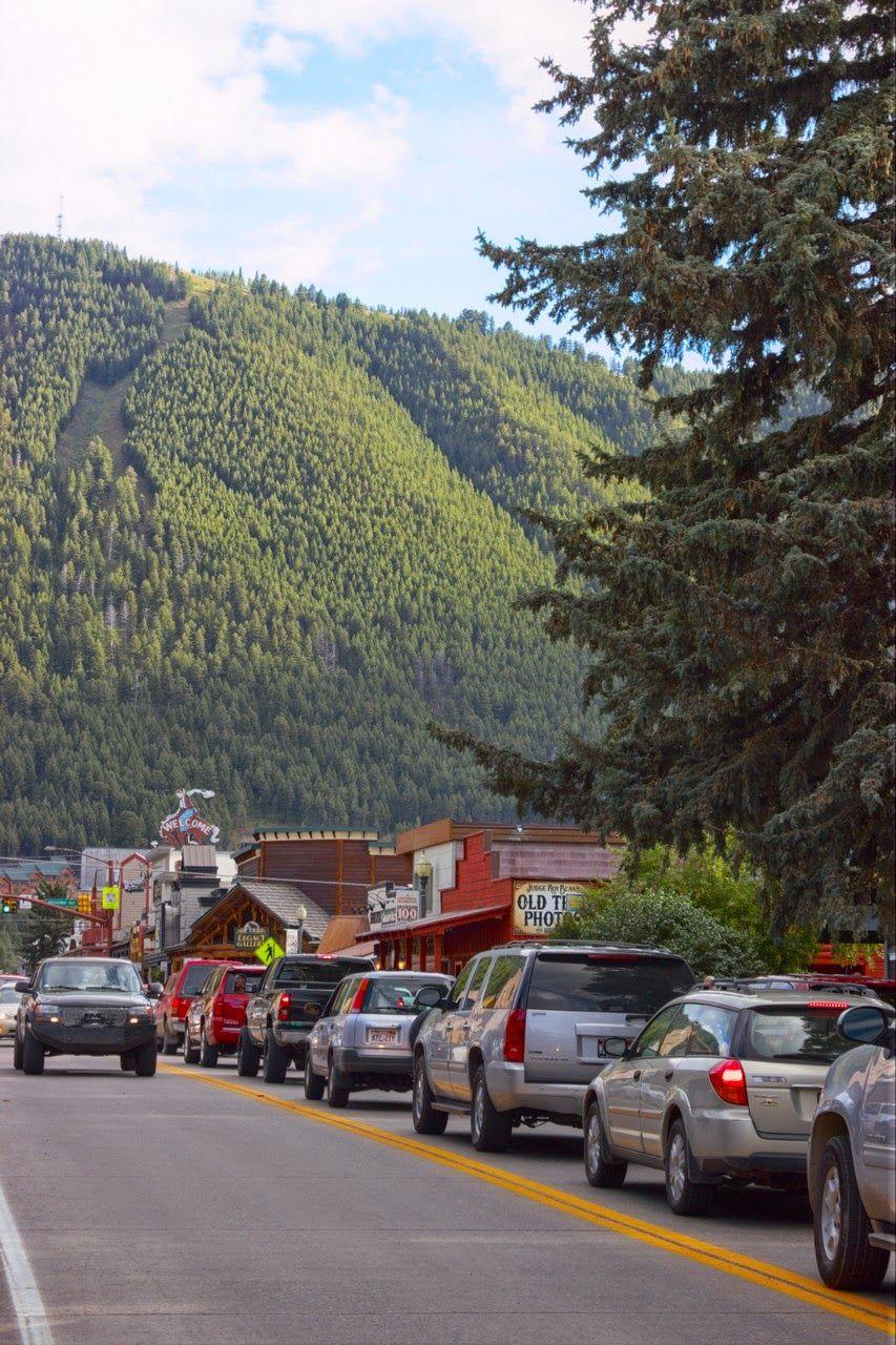 Mucho tráfico en la vía principal de Jackson Hole