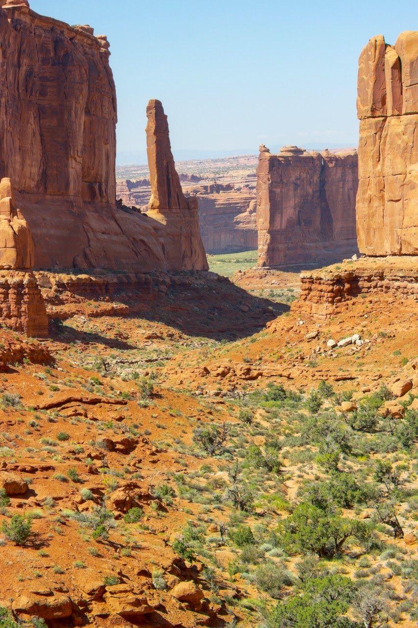 Las paredes se abren al fondo del paisaje