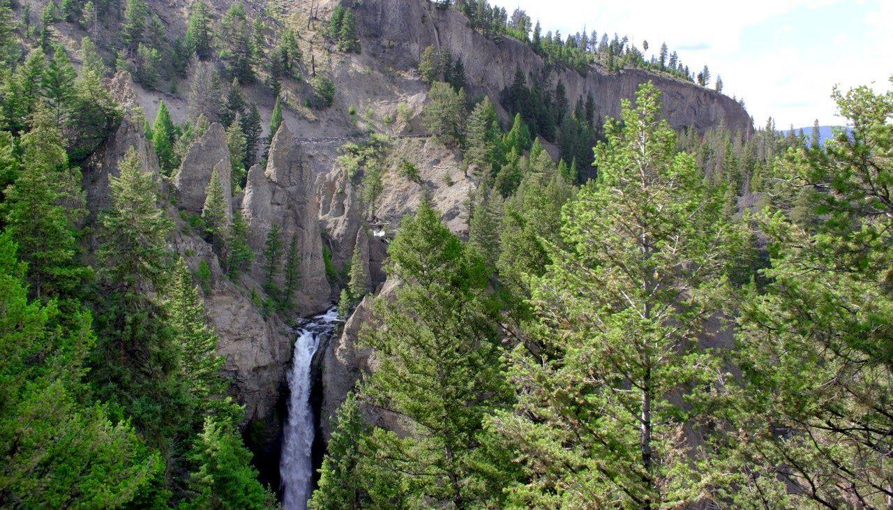 Las lejanas Tower Falls