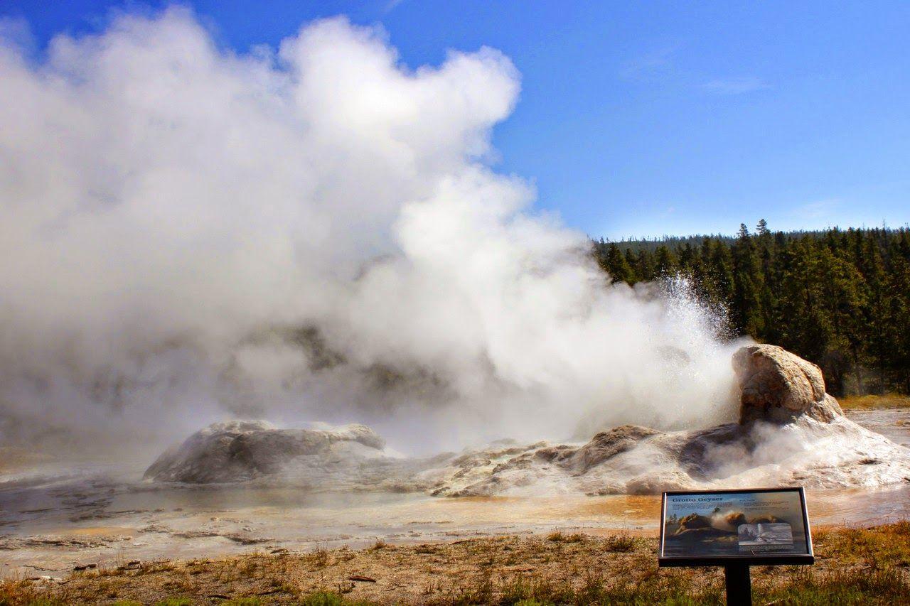 Grotto Geyser, interminable expulsión de vapor