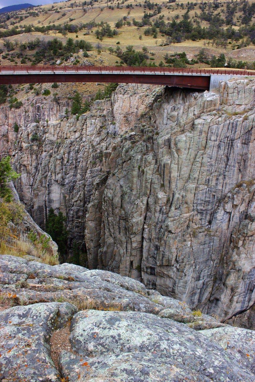 Un elevado puente nos espera en el camino a Cody