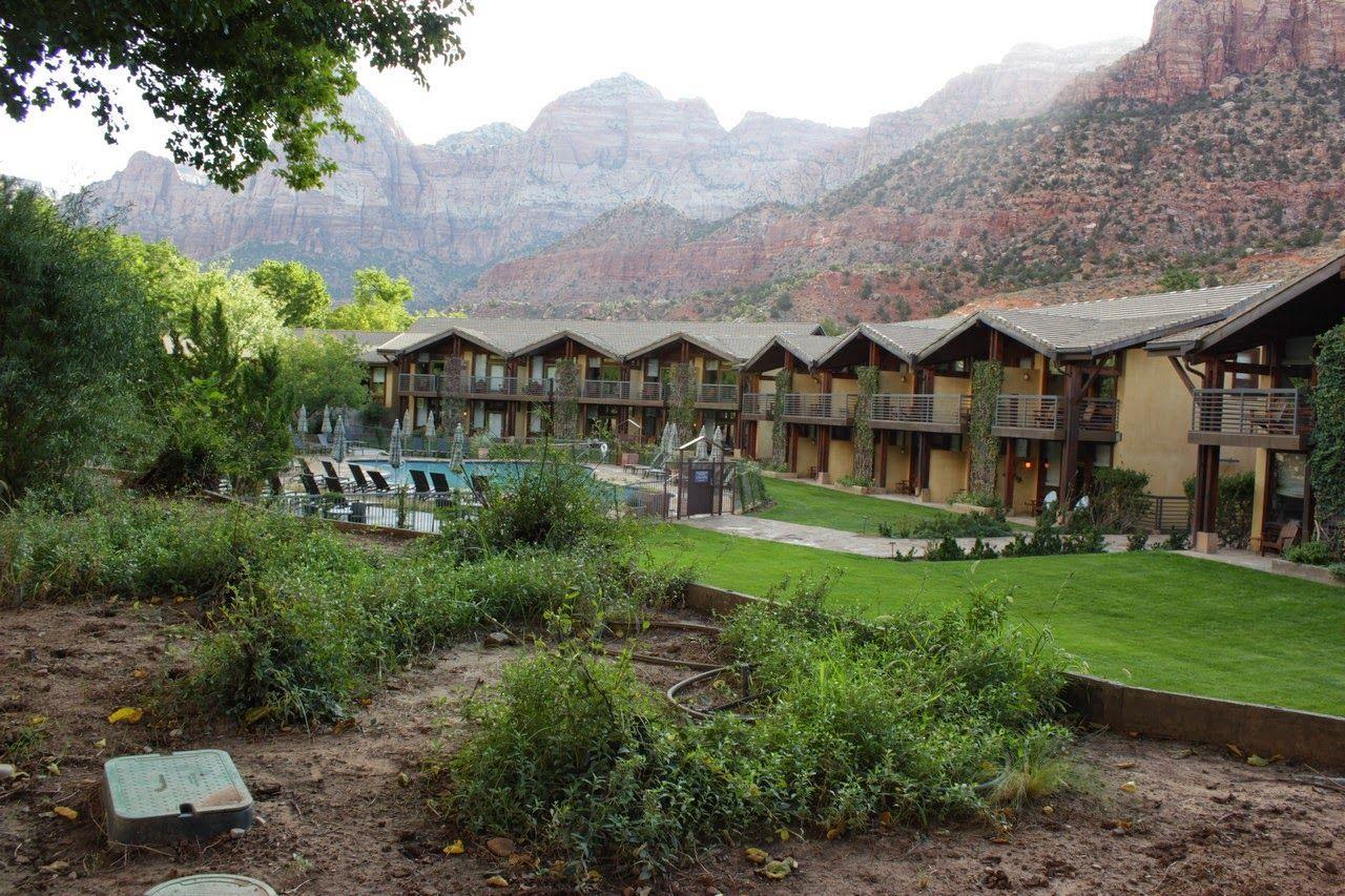 El Desert Pearl Inn a nuestra espalda