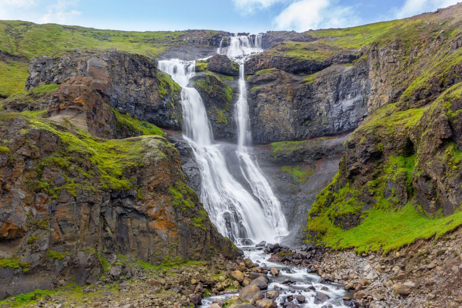Un escenario perfecto coronado por una gran catarata