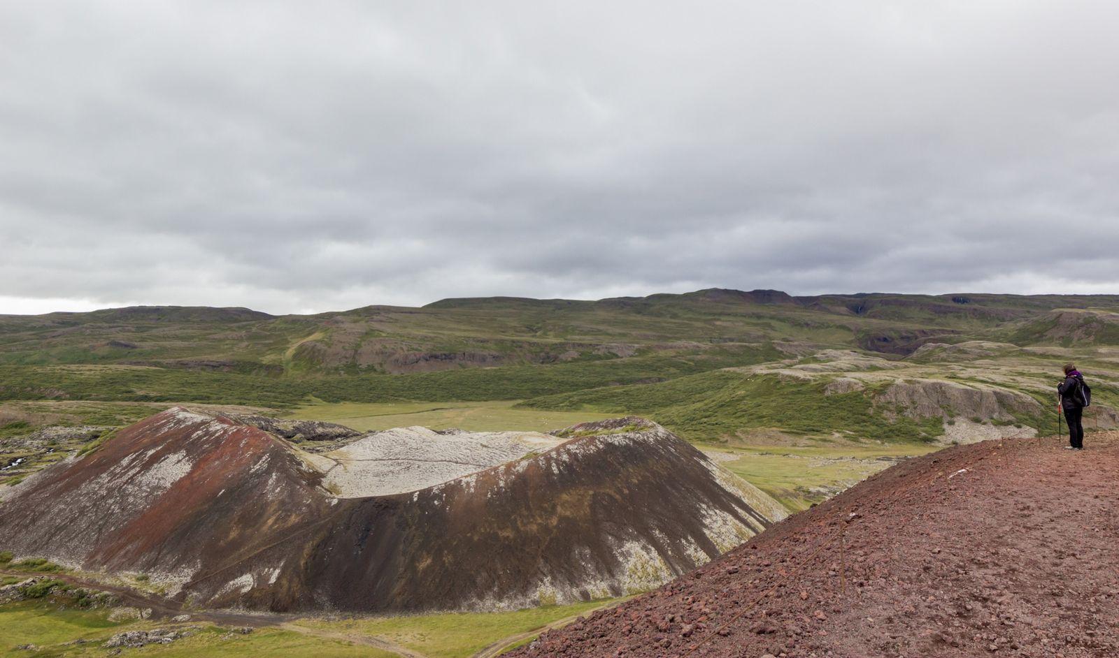 Y su cráter vecino desde la cresta