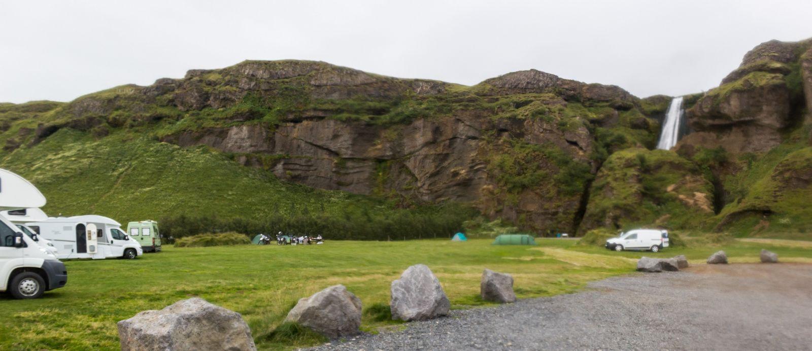 Un camping literalmente a los pies de Gljufrafoss