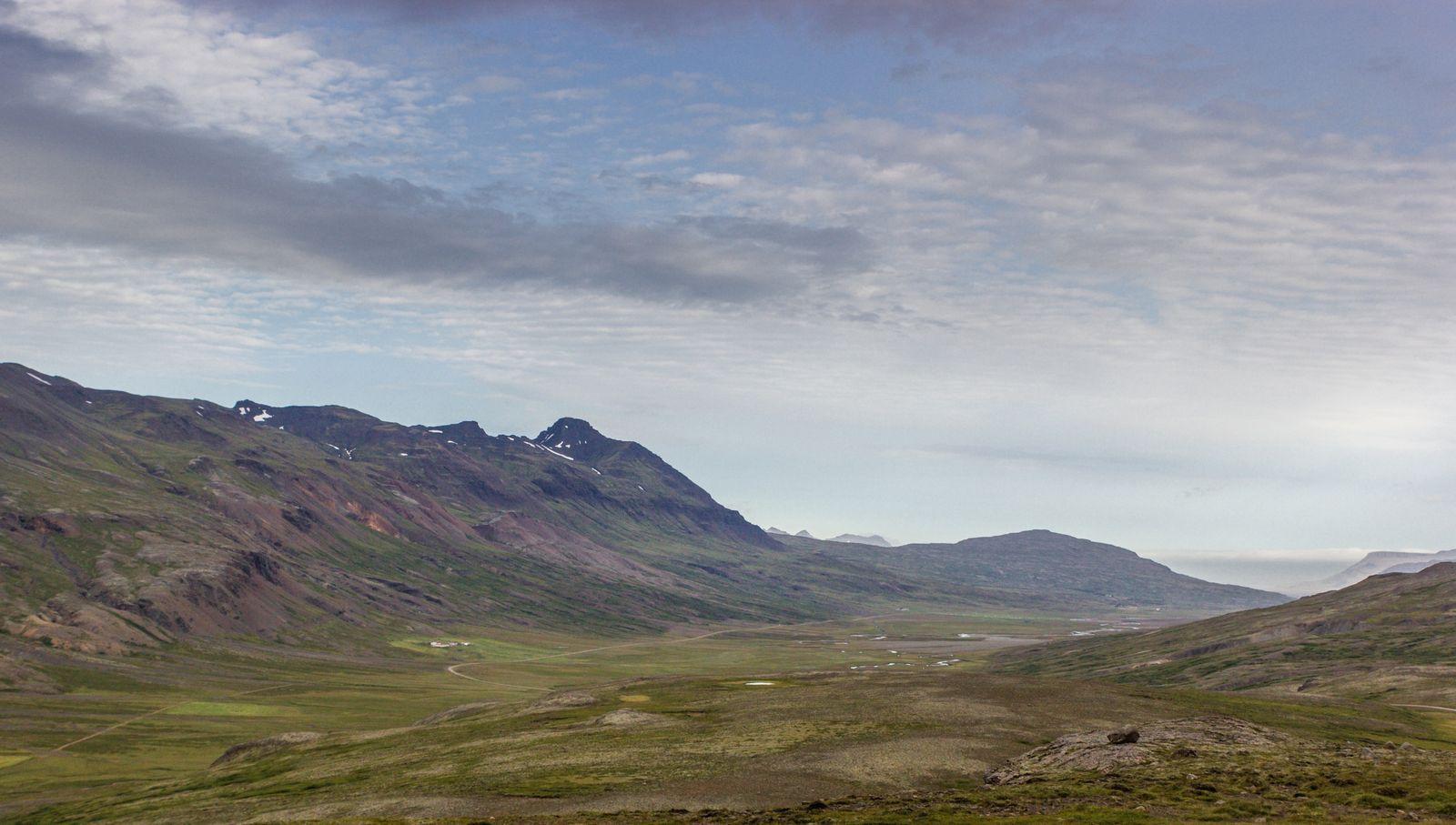 Atravesando fiordos y valles