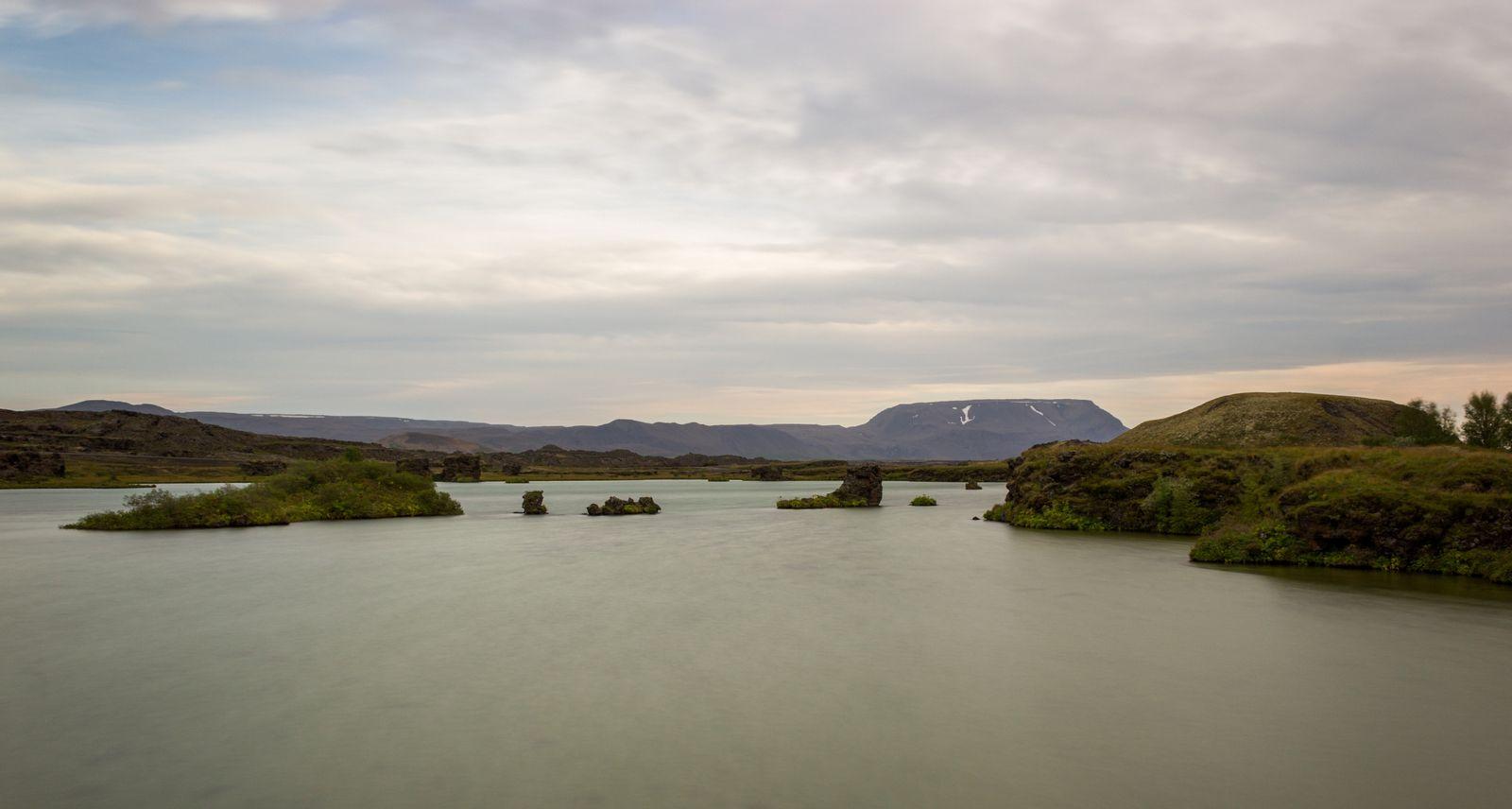 Las aguas de Mývatn en Höfdi