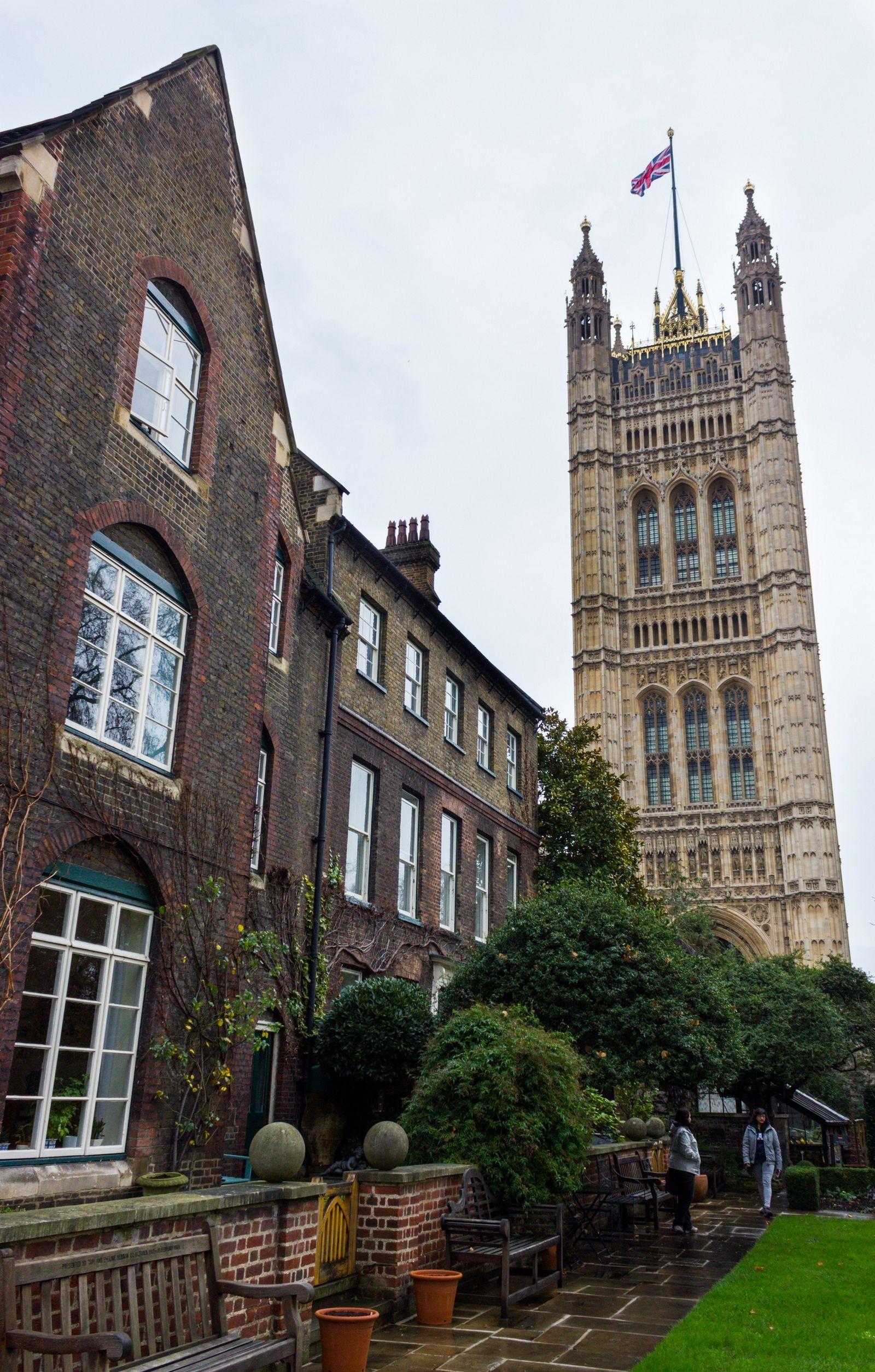 Otra vista a la torre desde la abadía