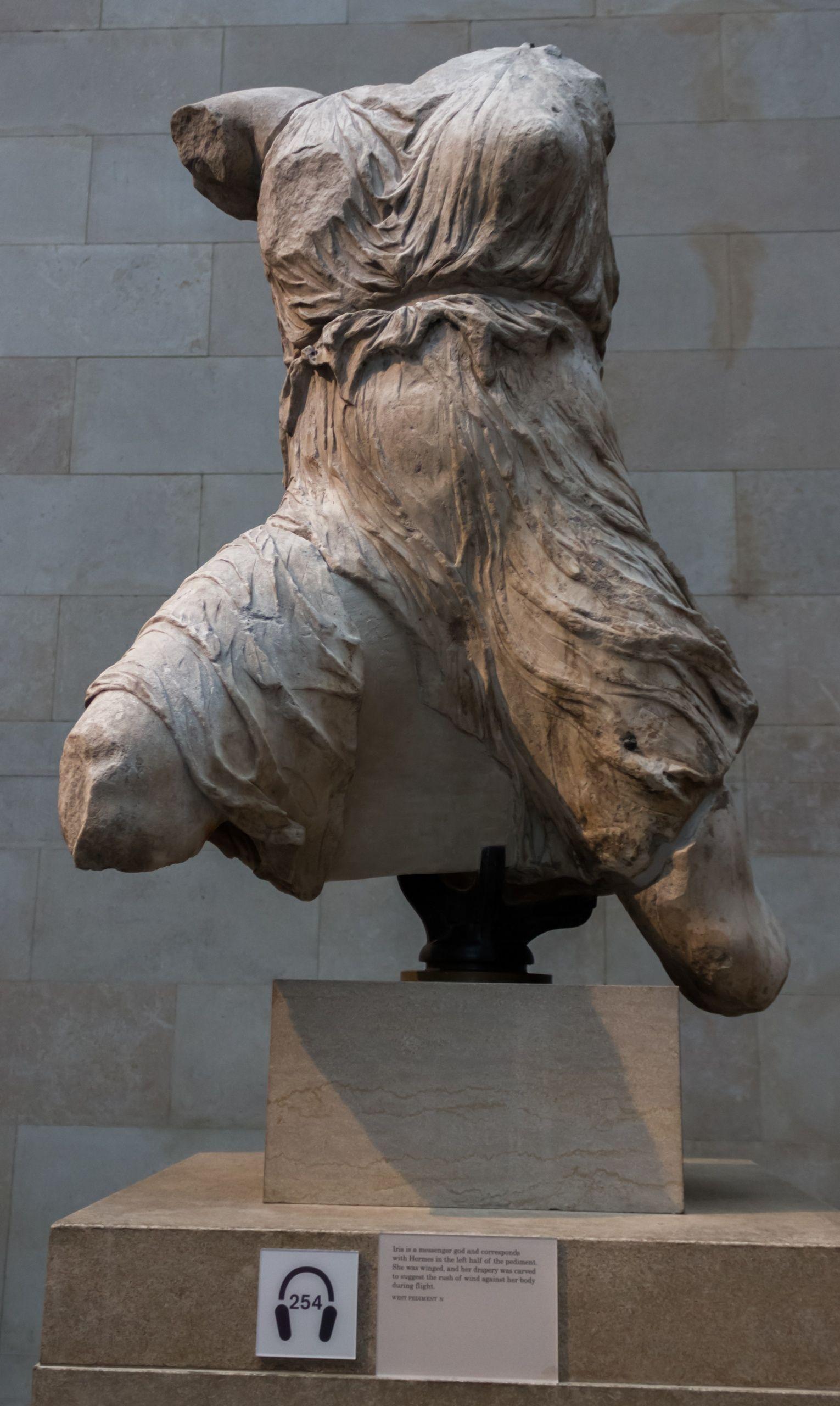 Recorriendo Atenas, III