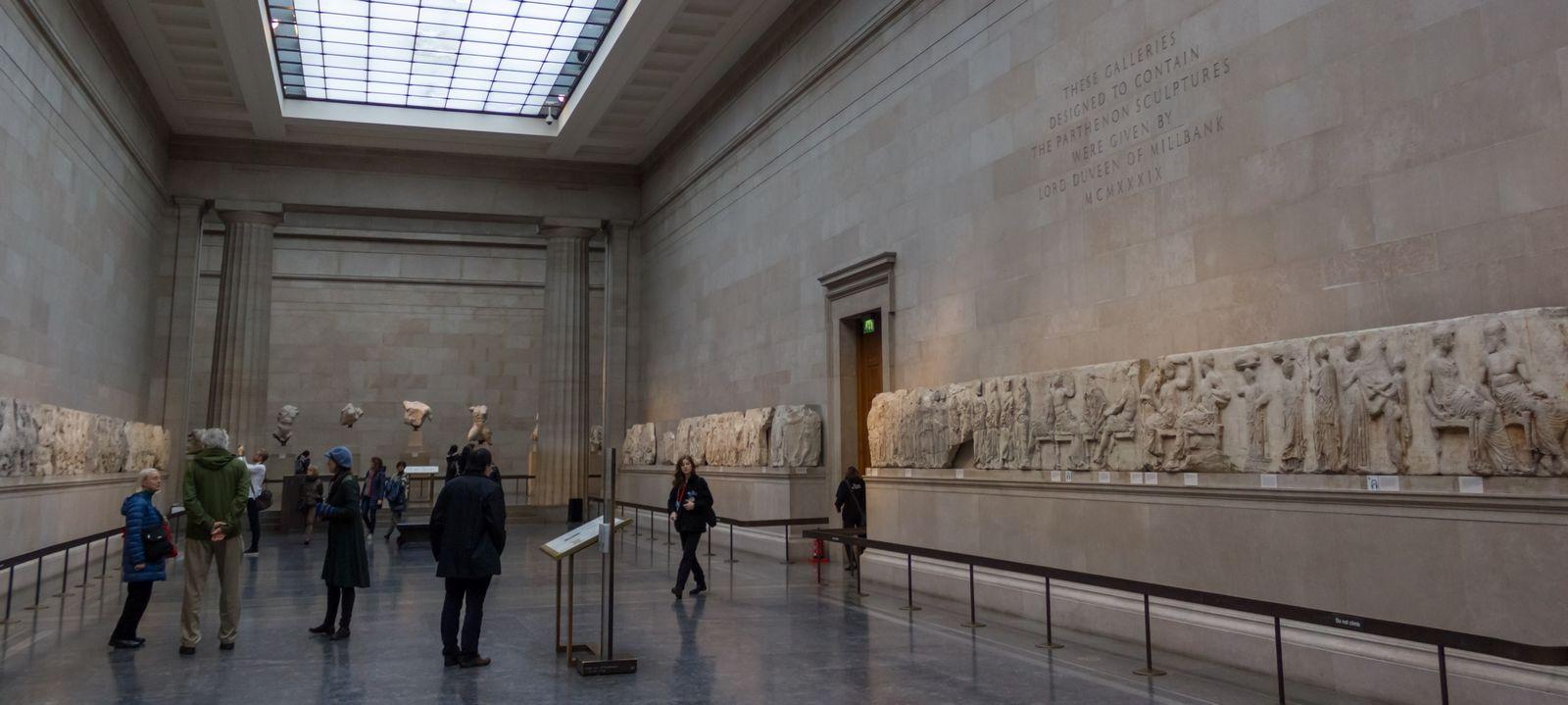 Recorriendo Atenas, II