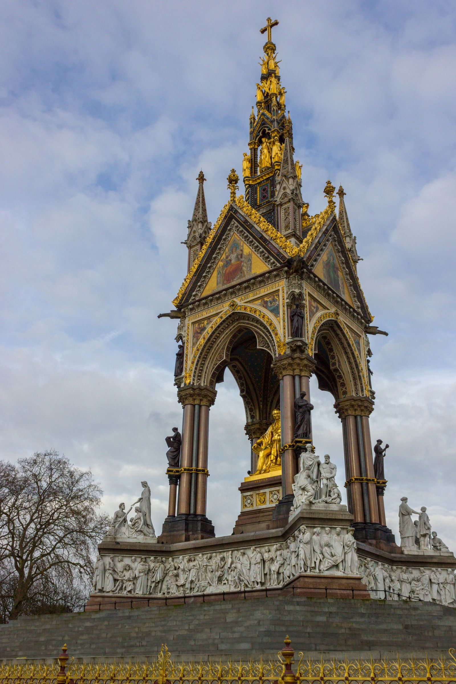 The Albert Memorial, frente al Royal Albert Hall