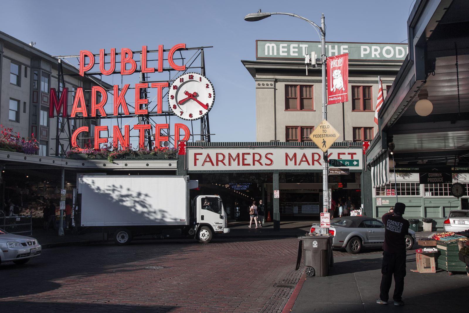El Pike Place Market, todavía desperezándose