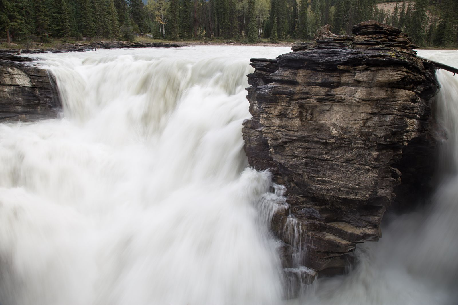 El punto en el que el agua cae con mayor violencia