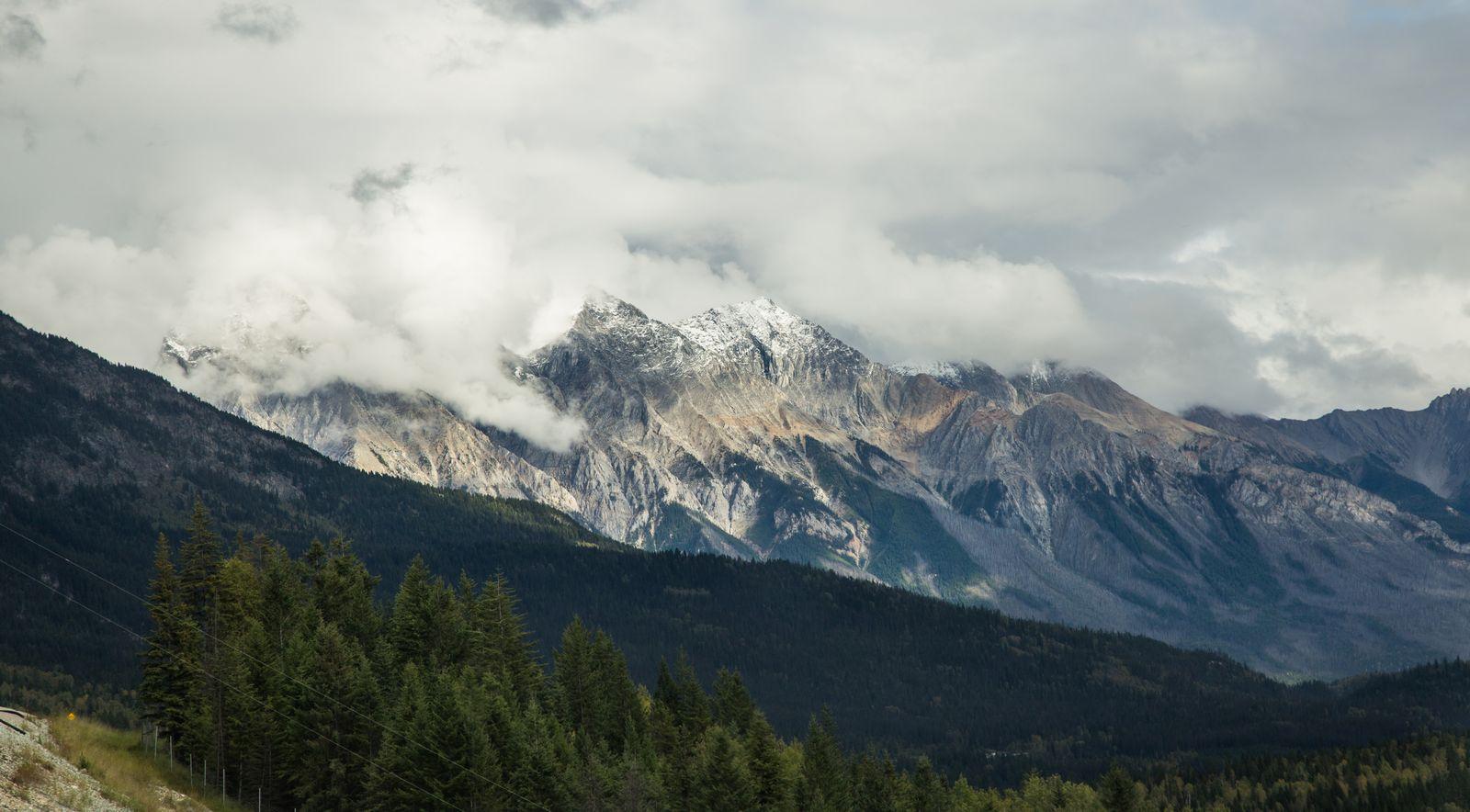 Primeras cumbres que vemos en todo el día