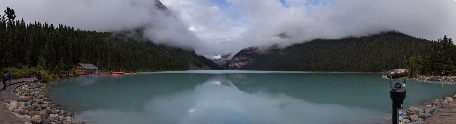 Lake Louise bajo la primera luz del día