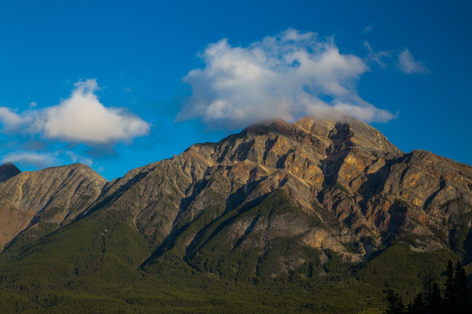 Pyramid Mountain, con más detalle