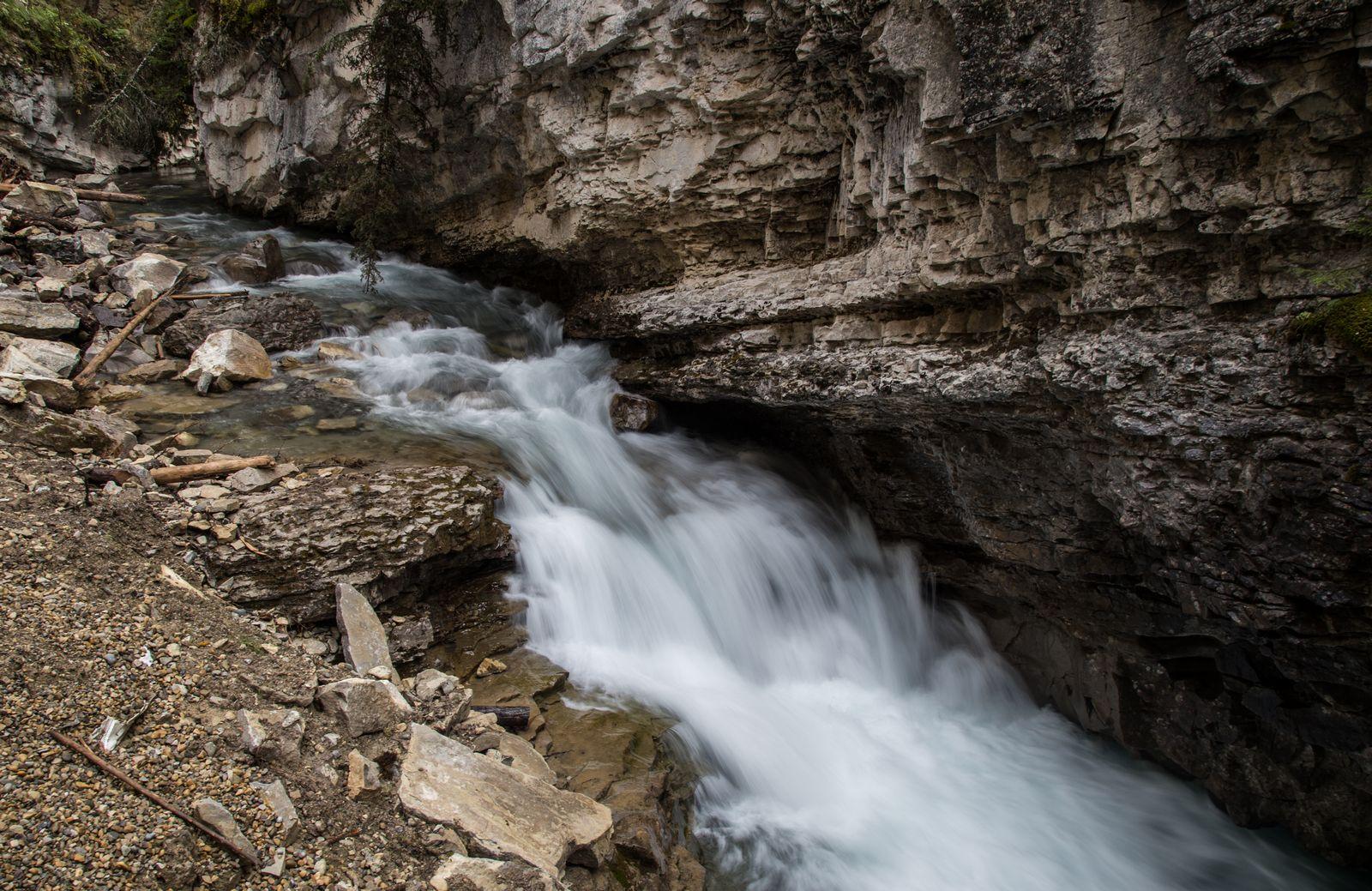 Pequeños tramos donde el agua gana velocidad