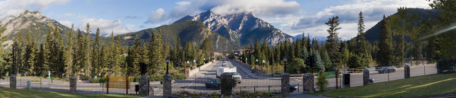 Banff Avenue y Cascade Mountain