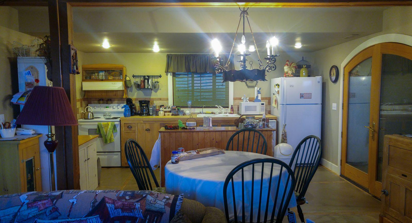 Rendezvous Ranch, la cocina (desde el salón)