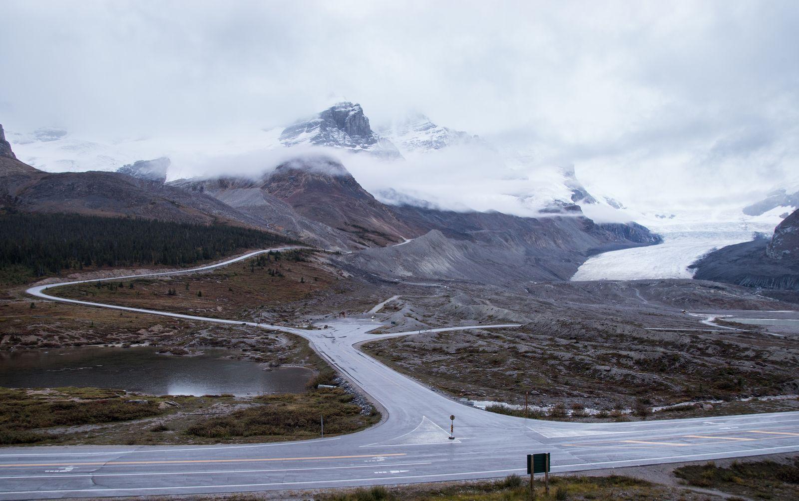 Así amanece el Athabasca Glacier frente al hotel