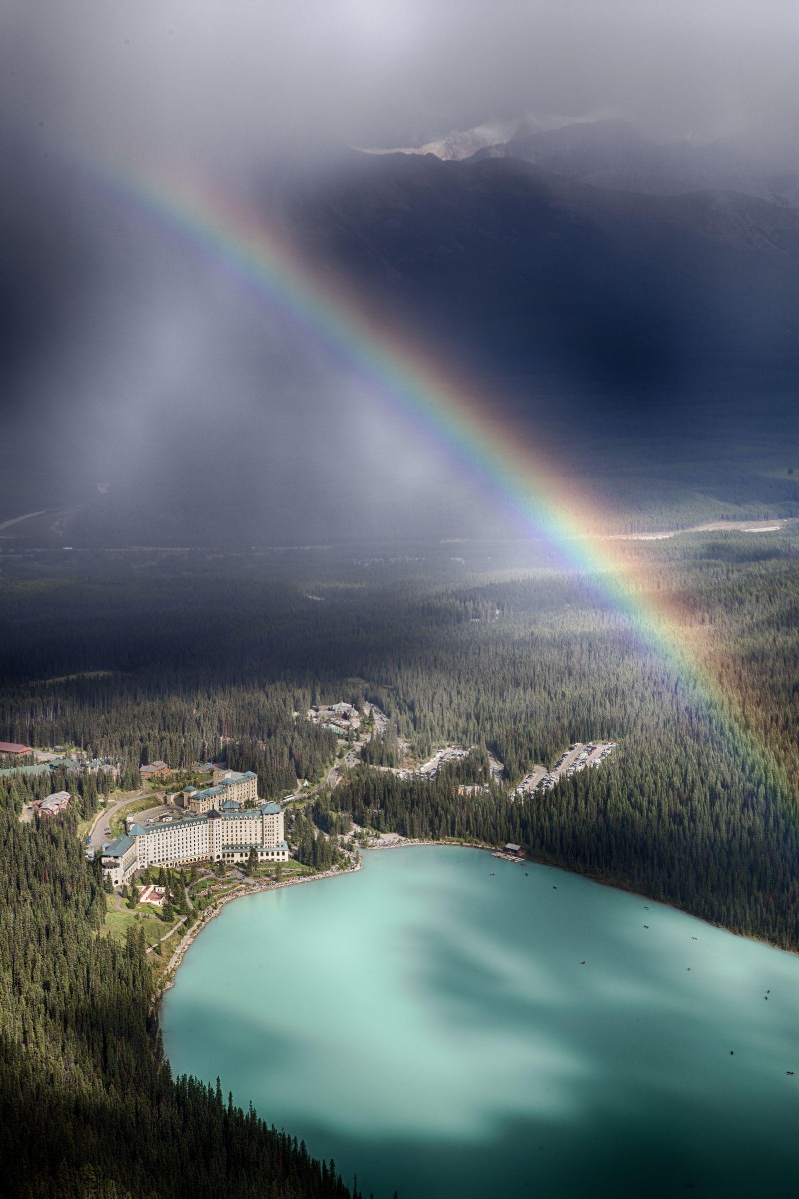Y por si era poco, ahora un arco iris
