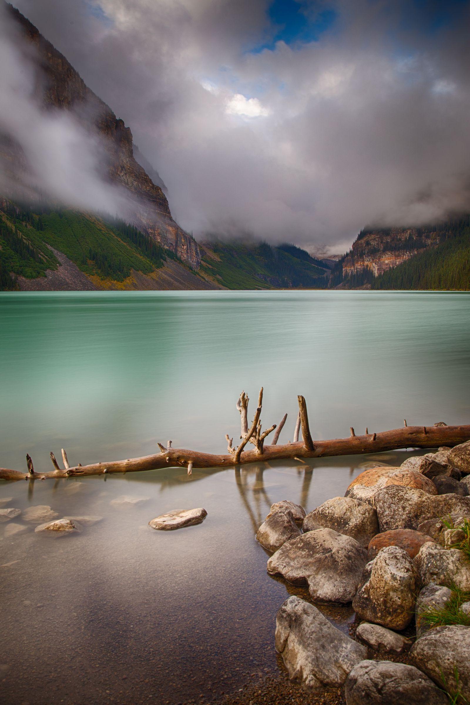 El lago obliga a pararse cada pocos metros