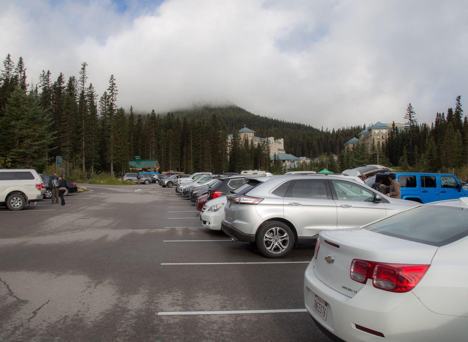 Descubriendo el frío en el aparcamiento de Lake Louise