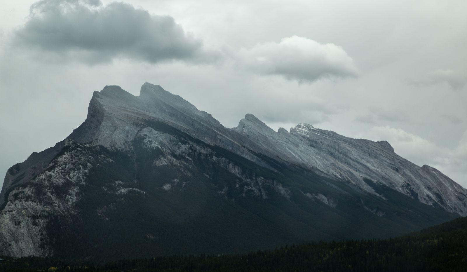 Mount Rundle desde el acceso a Banff