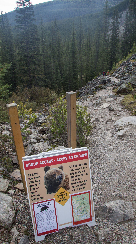 El inicio, avisos incluidos, del Consolation Lakes Trail