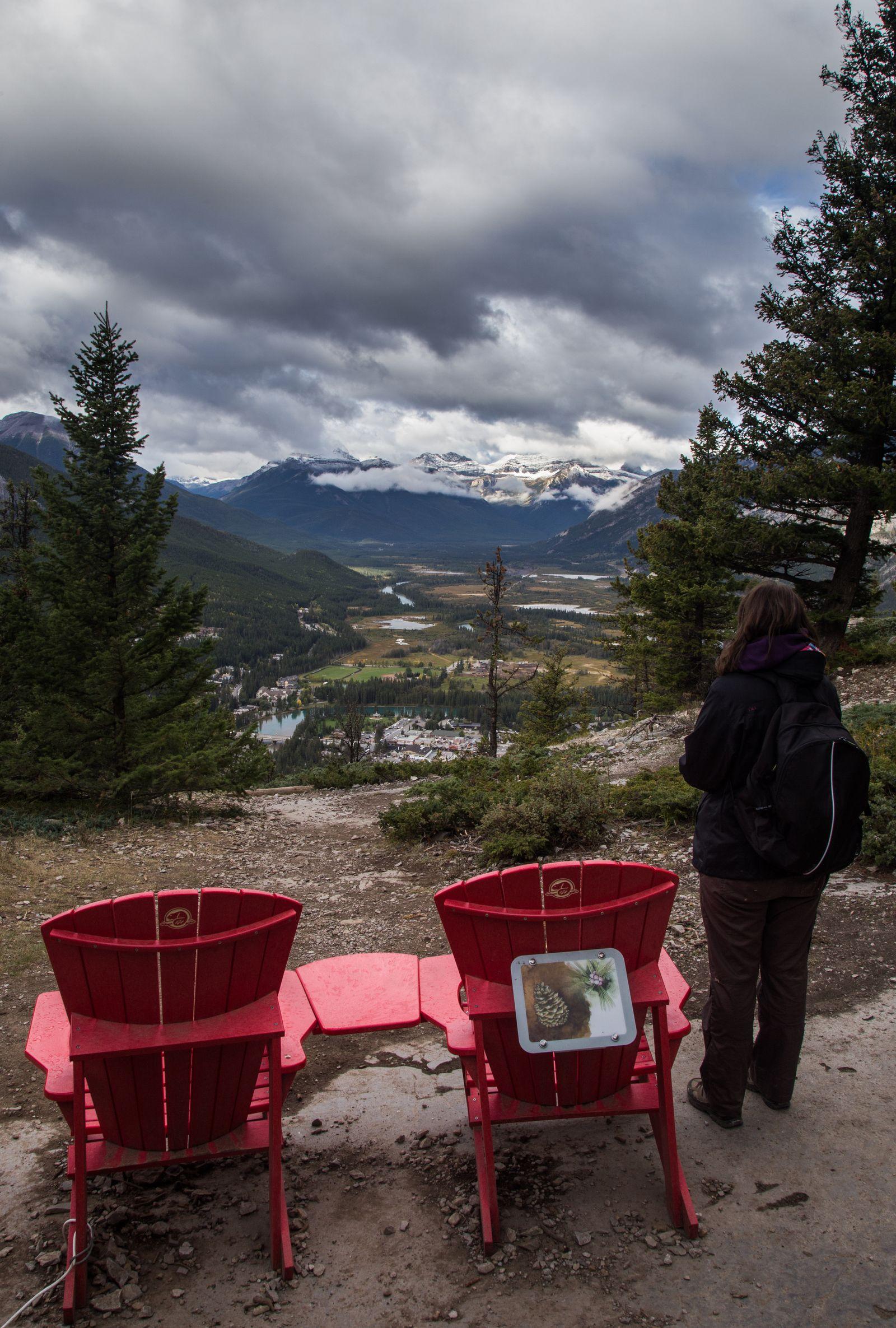 Las sillas rojas justo antes de la cima