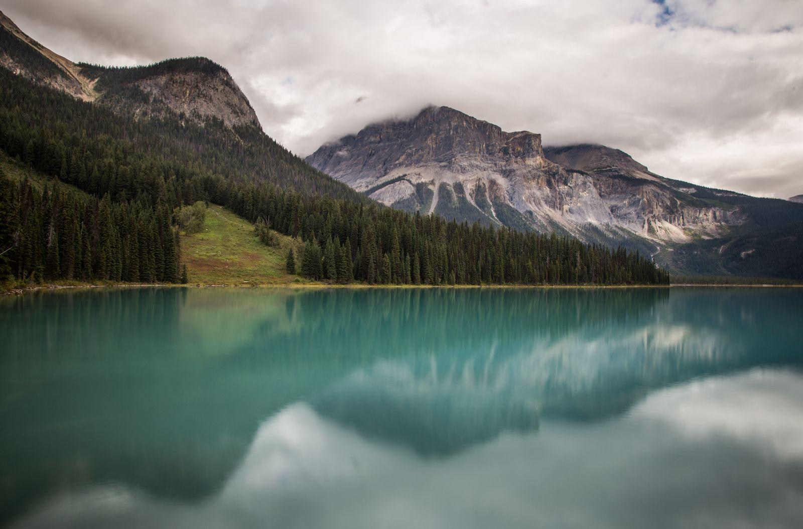 Emerald Lake desde el puente que lleva al hotel