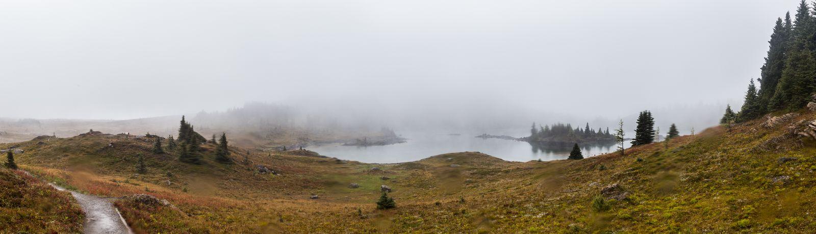 ... ya que la niebla, lejos de irse, comienza a descender