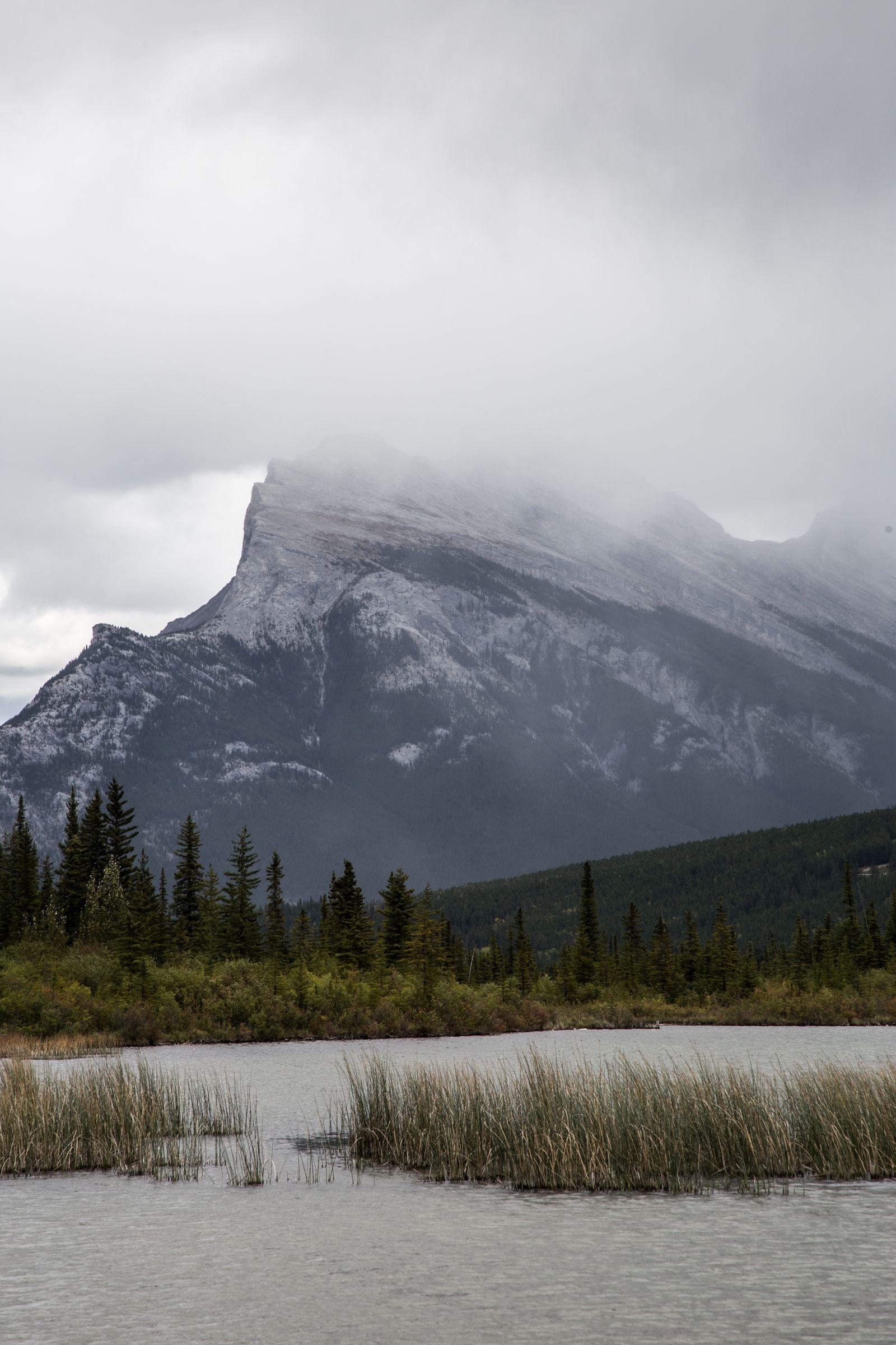 Mount Rundle, tras las nubes