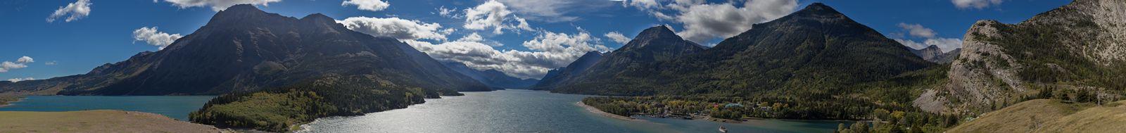 Las tremendas vistas a Waterton Lake desde el hotel...