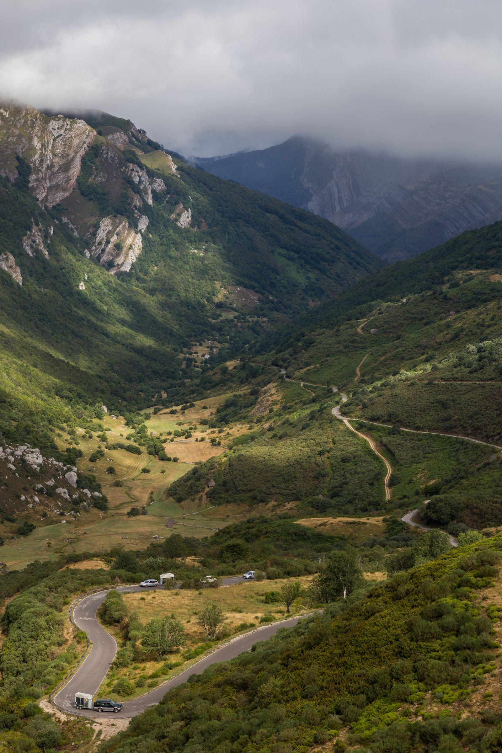 Seguimos con la mirada la carretera que nos ha traído hasta aquí