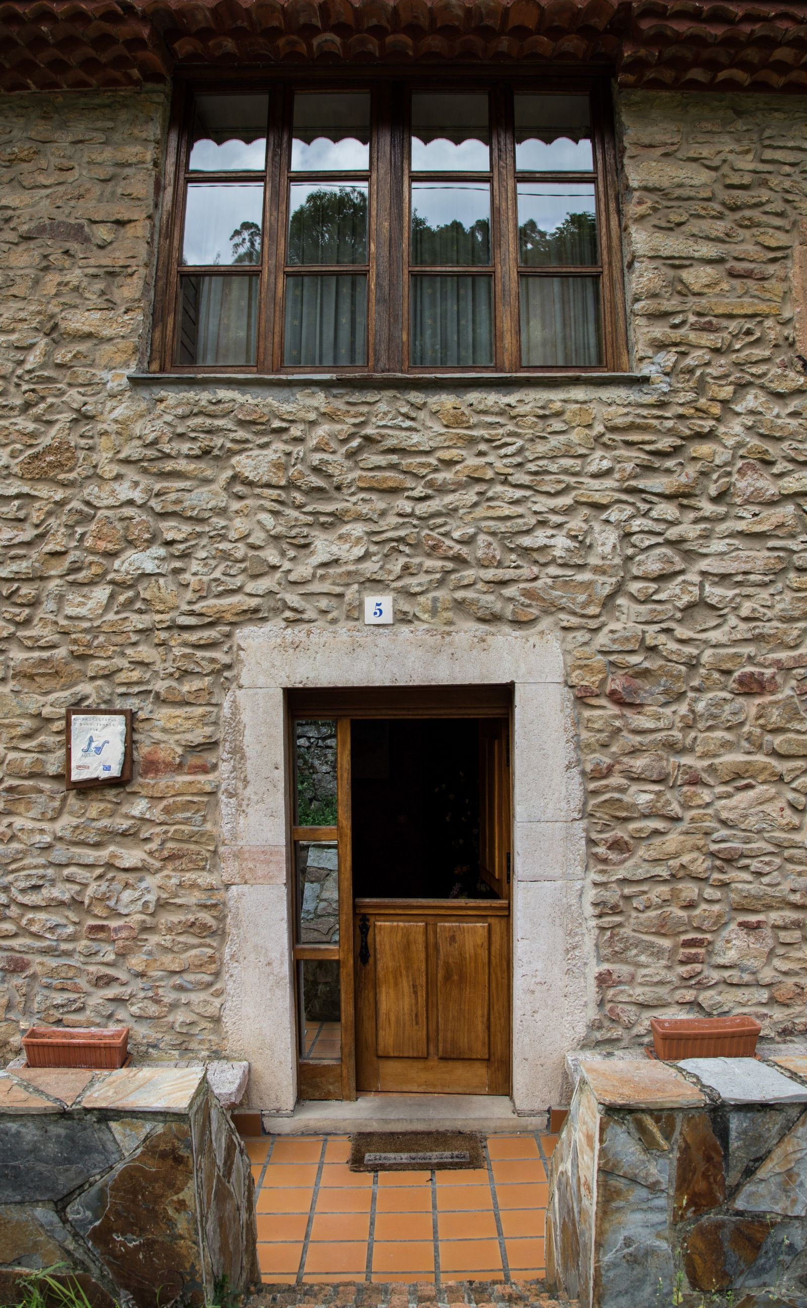 La entrada a la Casa de Aldea
