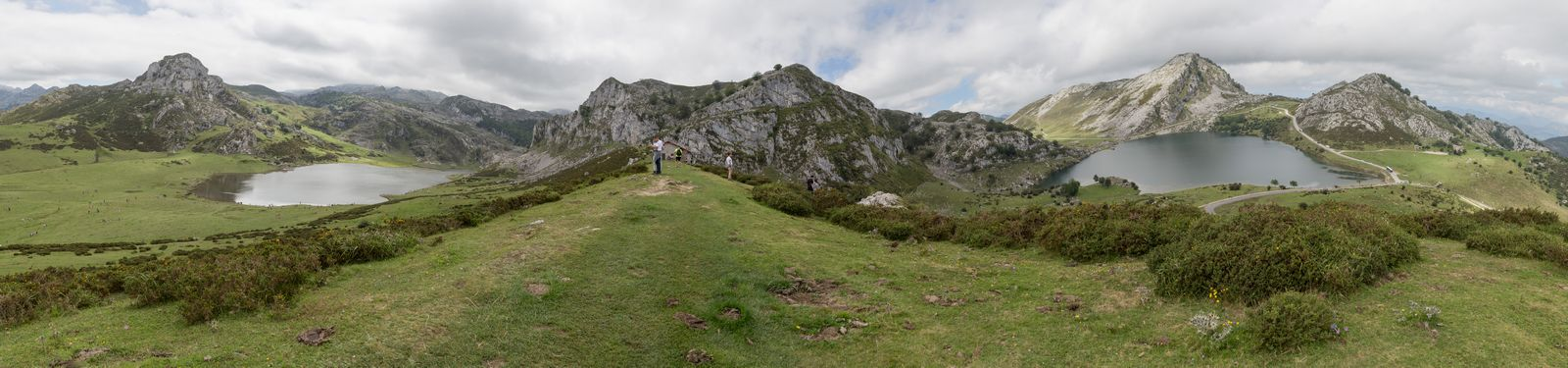 Mirador de Entrelagos, con Ercina a la izquierda y Enol a la derecha