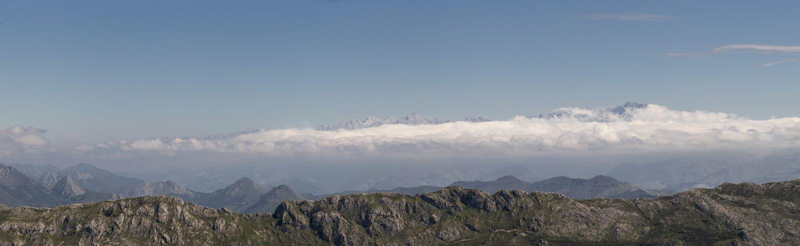 Los Picos de Europa, tapados por las nubes